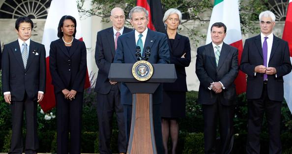 George W Bush y ministros de Economia del G 7 anunciando la crisis tras la caida de Lehman Brothers